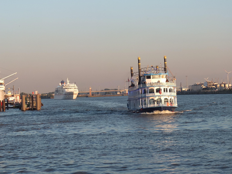 Frischer Wind um die Nase bei der Hafenrundfahrt