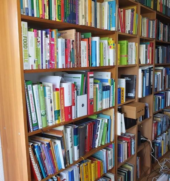 Bücherwand Literaturübersetzer (1)